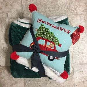 """Other - Up on the """"Wooftop"""" Sherpa blanket and pillow set"""